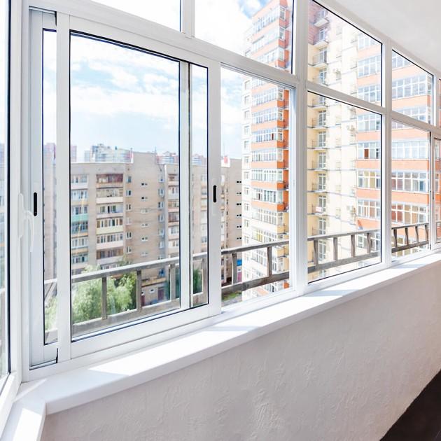 Алюминиевое остекление балконов заказать в Москве под ключ по доступной цене